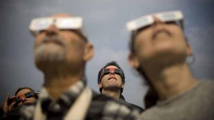 Una pareja de Carolina del Sur demandó a Amazon por unos lentes para el eclipse defectuosos