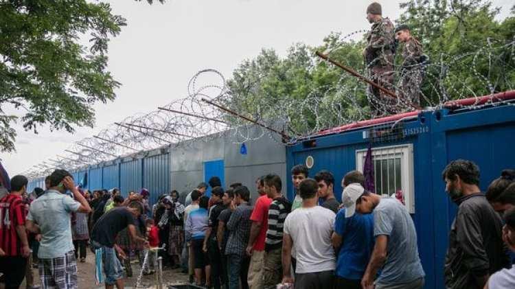 La valla levantada por Hungría para lidiar con los solicitantes de asilo en sus fronteras (Getty Images)