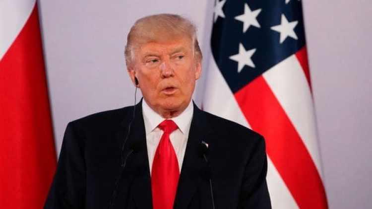 Donald Trump habló con la prensa al arribar a Polonia (Reuters)