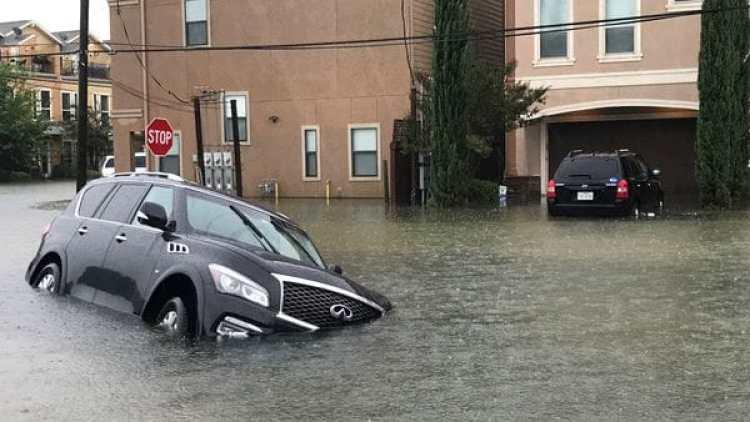 El paso del huracán Harvey por Houston causó destrozos. (REUTERS/Ernest Scheyder)