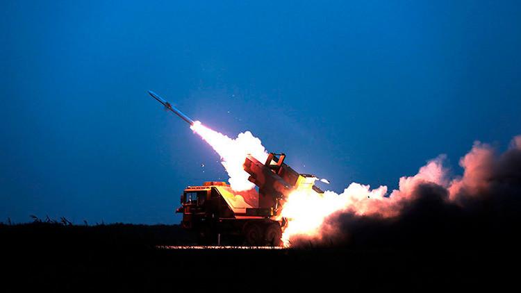 China efectúa maniobras con fuego real para prevenir un