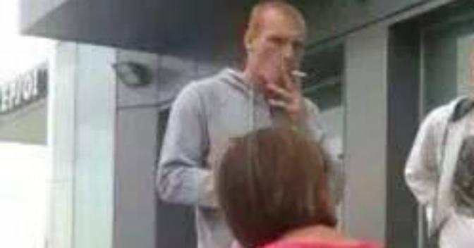 Resultado de imagen para Jeremy Mathieu fumando