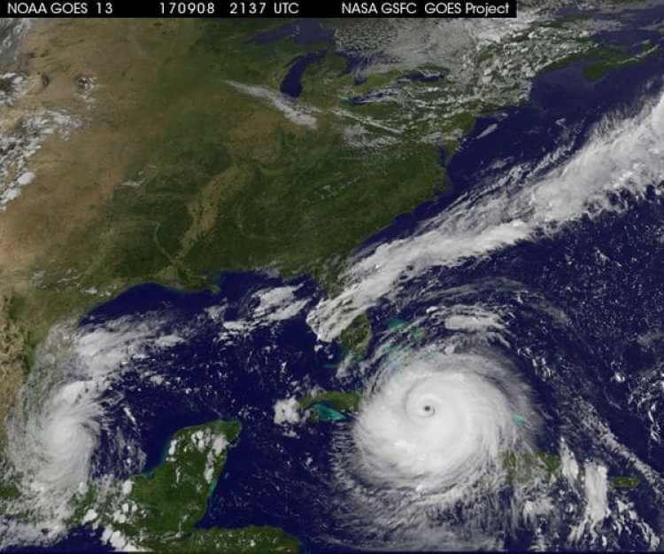 Imagen satelital que muesta al huracán irma a la derecha y en la izquierda a Katia. (NASA)