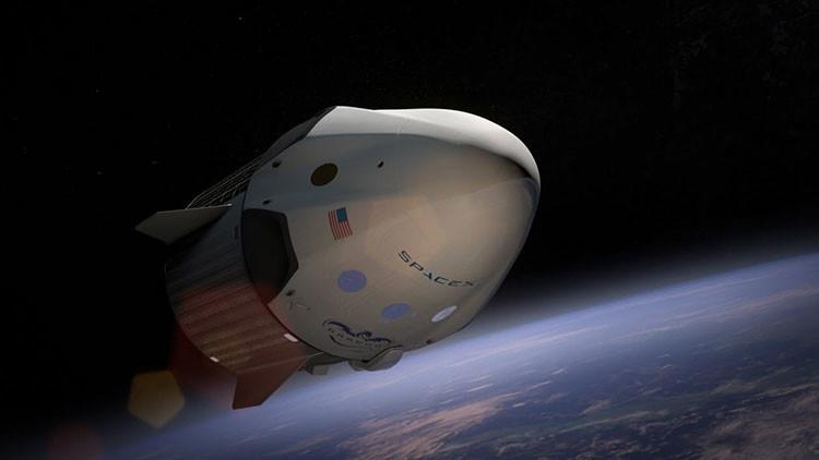 FOTO: Elon Musk muestra su nuevo traje espacial en su totalidad