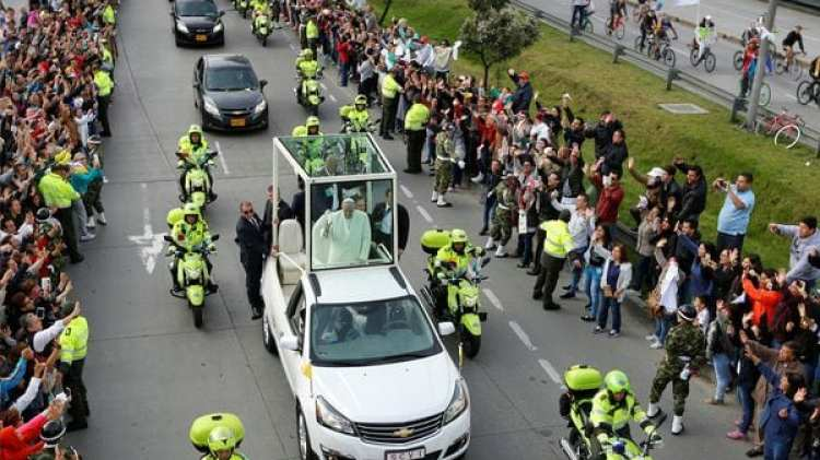 Miles de bogotanos despidieron al pontífice