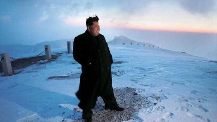 El dictador Kim Jong-un en la cima del monte Paektu