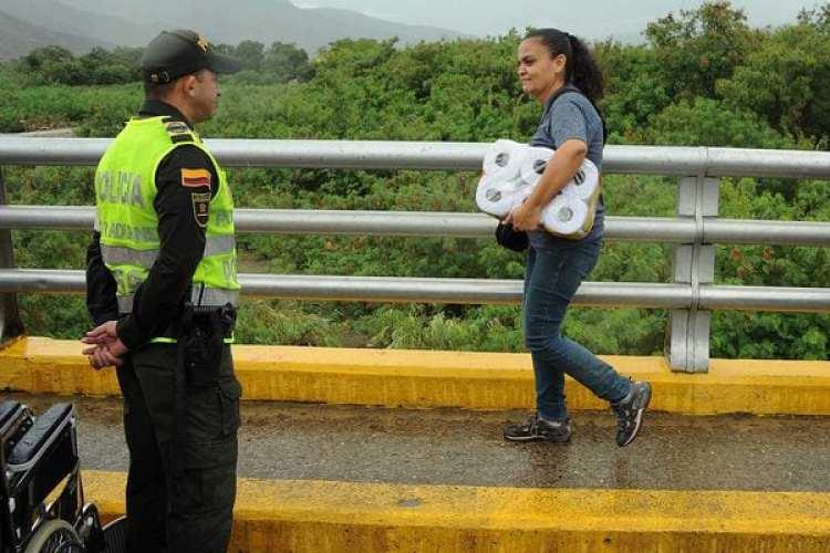 Este es el cruce del puente Simon Bolivar que une San Antonio del Tachira, Venezuela con Cúcuta, Colombia (AFP)