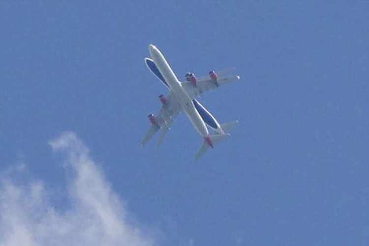 """La imagen tomada en las cercanías del Aeropuerto de Heathow. """"Tuve el copazón en la boca"""", dijo el autor de la fotografía (Chris Hine)"""