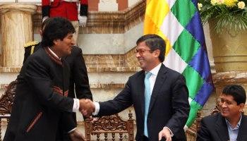 Resultado de imagen de El presidente Evo Morales y el titular del Banco de Desarrollo Interamericano (BID), Luis Alberto Moreno,