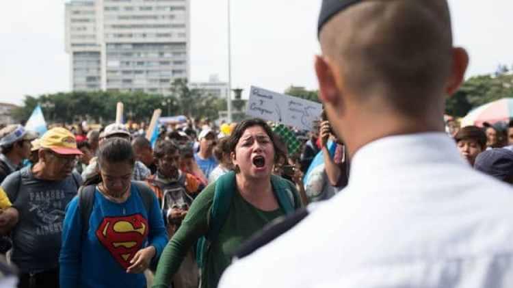 Los manifestantes pidieron la renuncia de Jimmy Morales (AP)