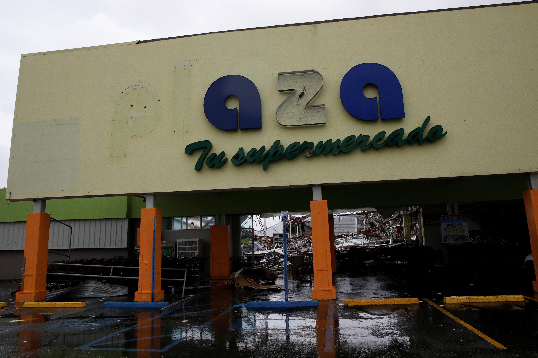 Daños en un supermercado.(REUTERS/Carlos Garcia Rawlins)