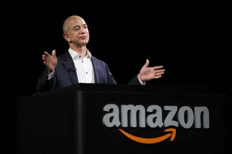 Jess Bezos es el creador de Amazon, una compañía con sede en Seattle () que busca ofertas para instalar una segunda central, en la que planea contratar a unos 50 mil empleados