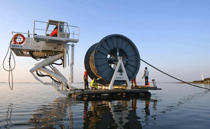 Microsoft y Facebook terminan el cable submarino más rápido, que une España y EE.UU