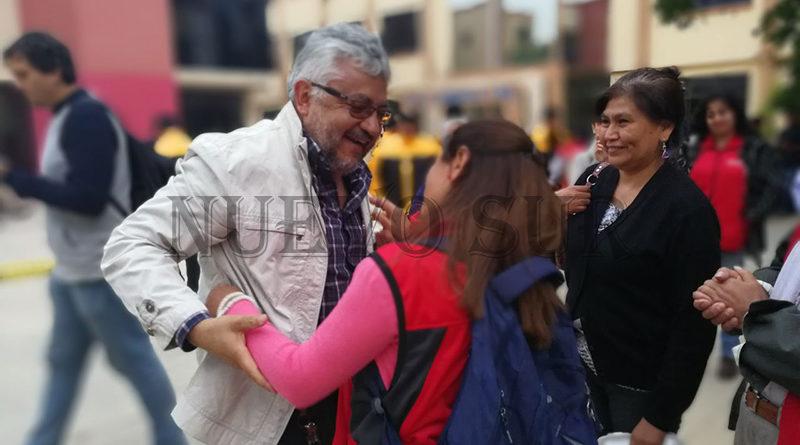 Gandarillas, es felicitado por estudiantes y docentes tras haber obtenido la victoria en la segunda vuelta de las elecciones para rector en la UAJMS.