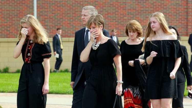 La familia de Otto Warmbier durante su funeral