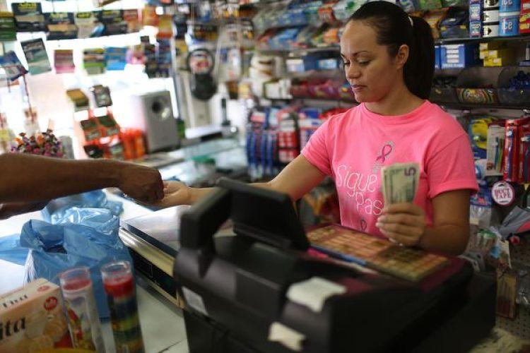 Algunos congresistas de los Estados Unidos consideran quePuerto Rico necesita ayuda para reconstruirsey postponer su deuda para reanimar la economía. (Joe Raedle/Getty Images)