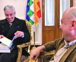 Líder de las FARC se reúne con García en Vicepresidencia