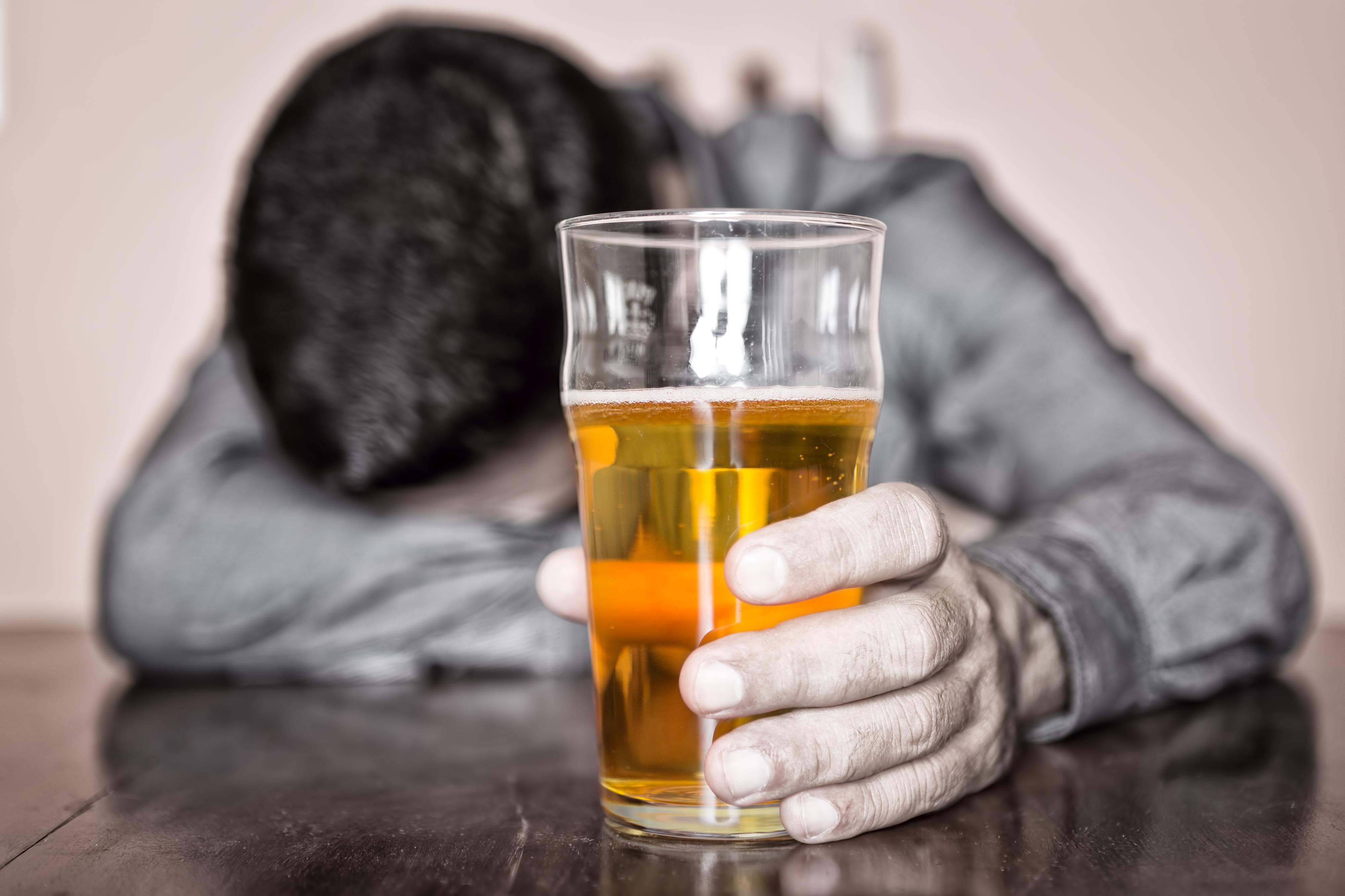Resultado de imagen de ALCOHOLICO