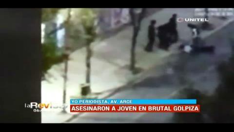 Matan a golpes a un universitario en una plaza de La Paz; detienen a 8 jóvenes (Video)