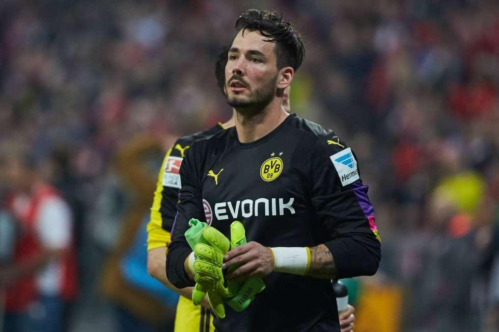 La extraña adicción de Roman Burki, el arquero del Borussia Dortmund: robarse la pelota