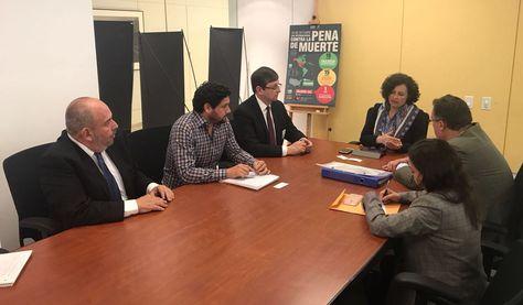 A la izquierda, los senadores Murillo y Ortiz durante la presentación de la denuncia a la CIDH.