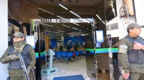 El Ministerio Público realizó una requisa a la agencia del banco Prodem en Miraflores. Foto: APG