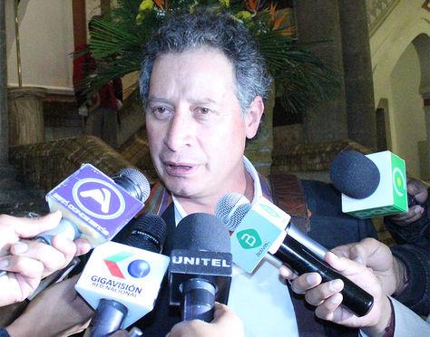 El ministro de Minería, Cesar Navarro, después de la reunión de gabinete.