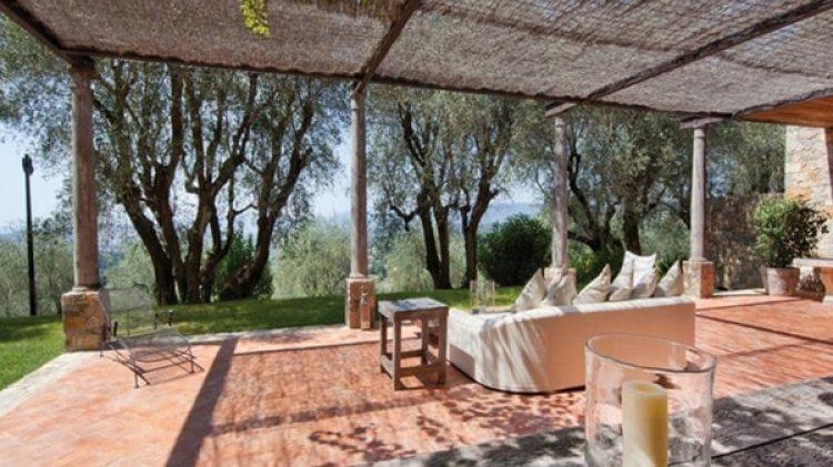 La residencia tiene 1.700 metros cuadrados habitables y está rodeada de más de tres hectáreas de terreno con vistas a Cannes y al Macizo de Esterel
