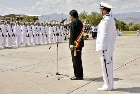El presidente Morales en el XLIV Aniversario de la Escuela Naval Vicealmirante Ronant Monje Roca.