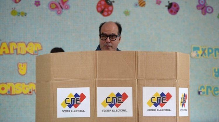 El titular del Parlamento votó en Chacao, una zona donde se reportaron varios incidentes por mesas no instaladas (AFP)