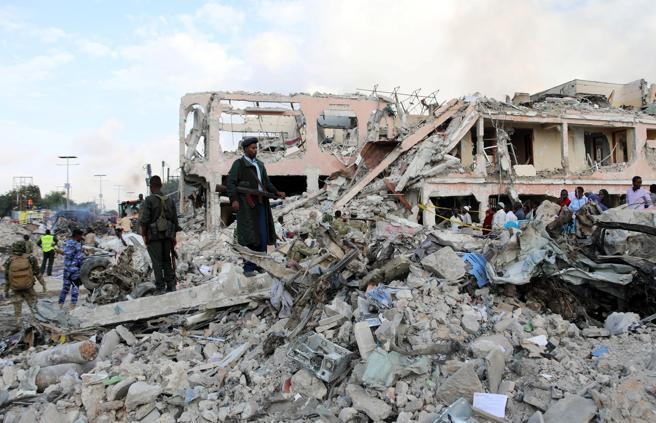 Los edificios cercanos han quedado totalmente destruidos por las explosiones