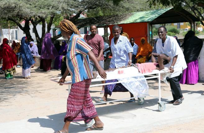 Los heridos se acumulan en hospitales mal equipados y con falta de medicamentos y sangre para transfusiones