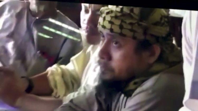 Una imagen de Isnilon Hapilon durante una reunión de militantes(Philippines Military via AP, File)