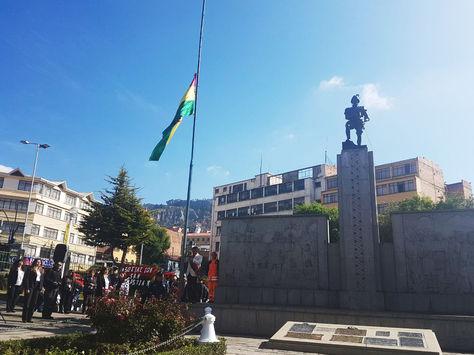 El acto en conmemoración a los 469 años de la fundación de La Paz en la plaza Alonso de Mendoza.