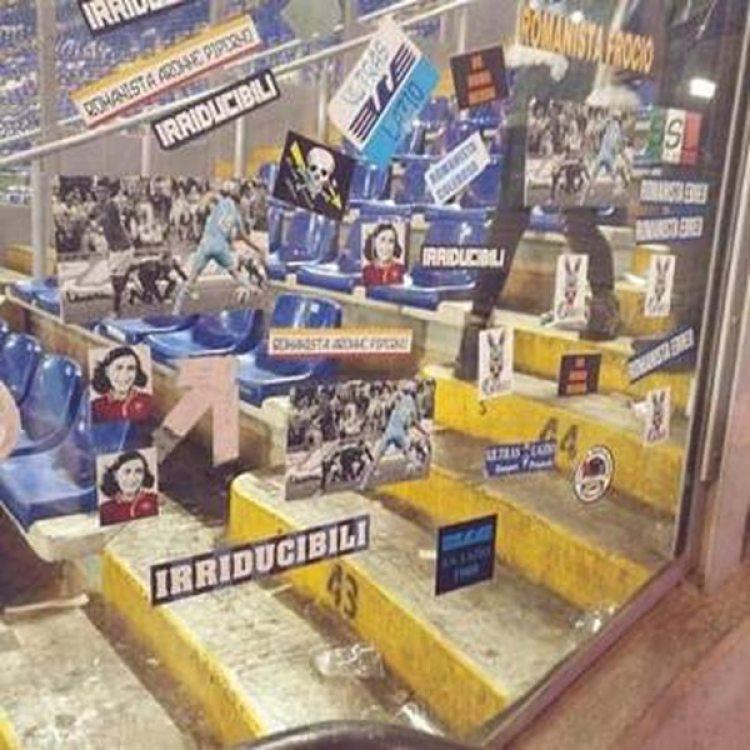 Las stickers con la foto de Ana Frak que dejaron los ultras del Lazio en la Curva Sud, la tribuna popular de los hinchas de Roma