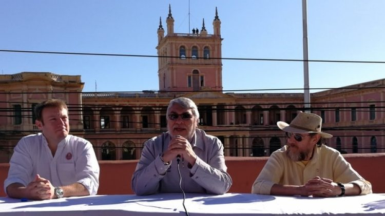 Francisco Russo (a la derecha de la imagen) junto a Fernando Lugo (en el centro) (EFE)