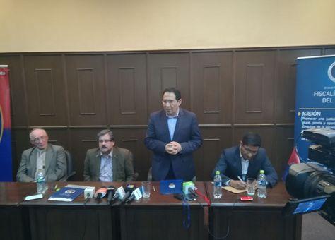 El fiscal Guerrero en la rueda de prensa durante la firma de convenio con la UMSA.