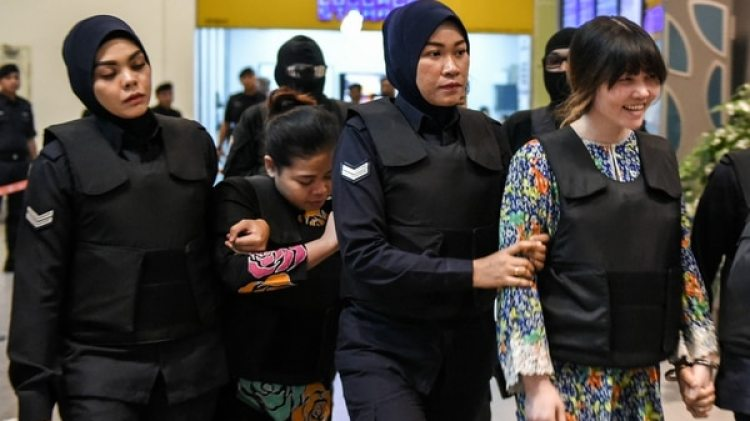 Siti Aisyah y Doan Thi Huong detenidas (AFP)