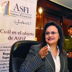 La directora de la ASFI rebate a Pari y cuestiona su credibilidad