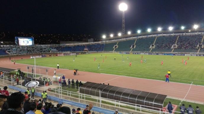 Universitario y Oriente Petrolero jugaron ante un estadio despoblado. Foto: CORREO DEL SUR