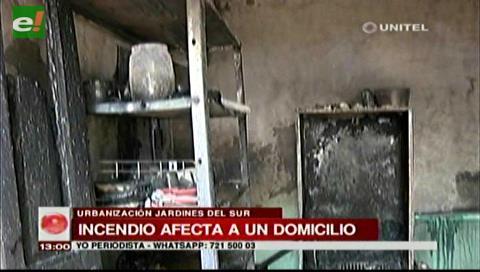 Incendio consume un domicilio por Los Lotes