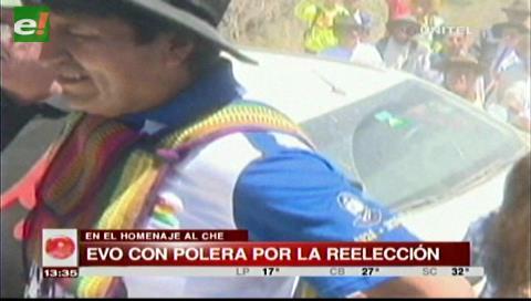 """Evo usó una polera alusiva a la reelección en actos del """"Che"""" en Vallegrande"""