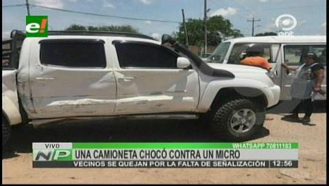 Camioneta chocó contra un micro por imprudencia y falta de señalización