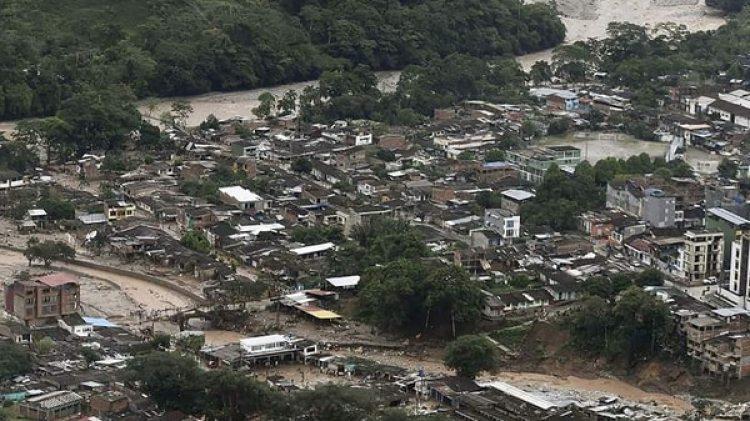 Muchas construcciones han resultado dañadas por las inundaciones en Cauca (EFE)