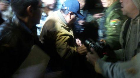 Secundino Pari Choque sale de las oficinas de la Fiscalía.