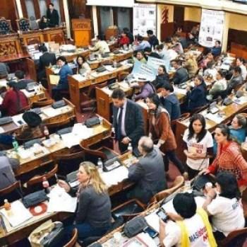 El MAS dice que puede modificar CPE con sus 2/3 en el Legislativo