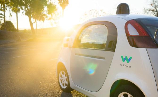 Waymo prueba su coche autónomo sin un conductor al volante