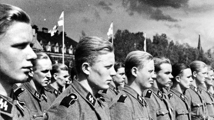 Pureza racial, pureza ideológica. La Waffen SS fue una fuerza político-militar que respondía directamente a los altos mandos del Partido Nacionalsocialista. Decían configurar una elite de pureza aria