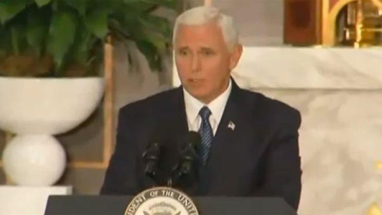 """El vicepresidente de los Estados Unidos, Mike Pence, dijo """"Si fuera cierto,esto descalificaría a cualquiera para el servicio público""""."""