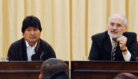 El presidente Evo Morales y el expresidente Carlos Mesa en una fotografía tomada en 2015.